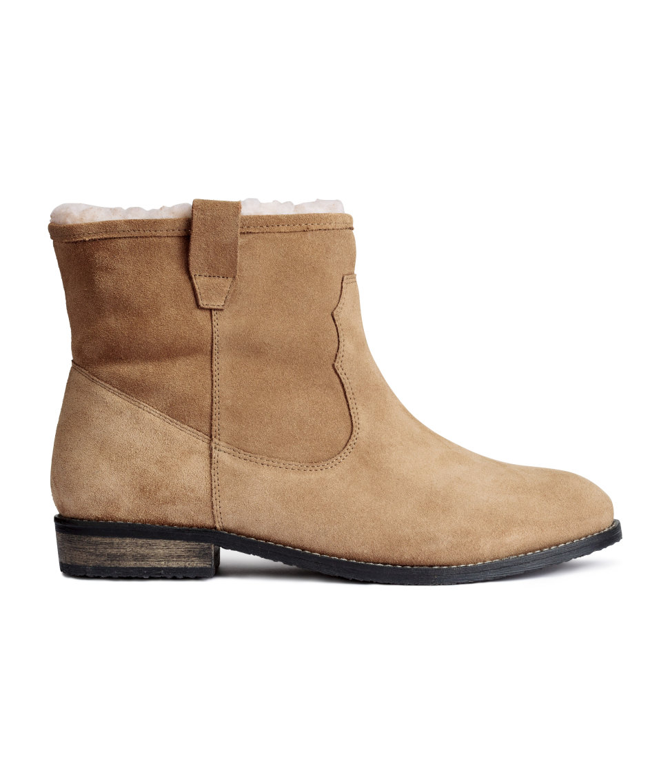 tangeroutlets_hm_linedboots