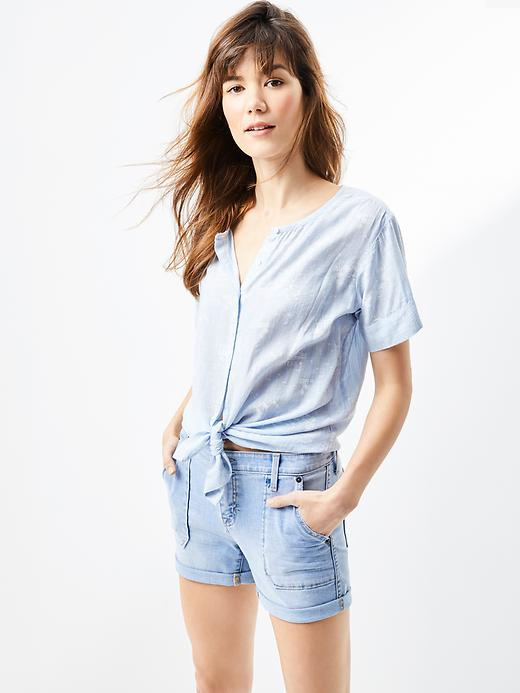 Tanger Outlets Gap Factory Store knotted button down