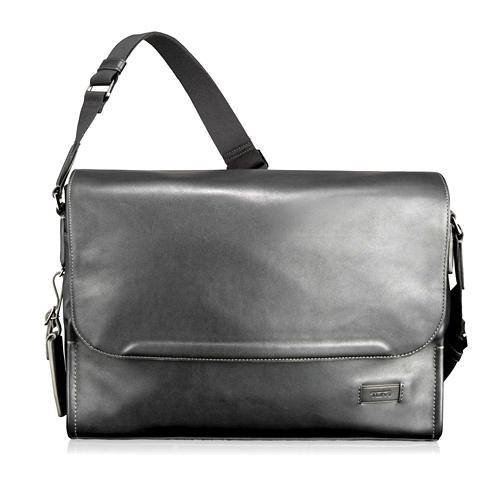 Tanger Outlets Tumi Outlet black leather messenger bag