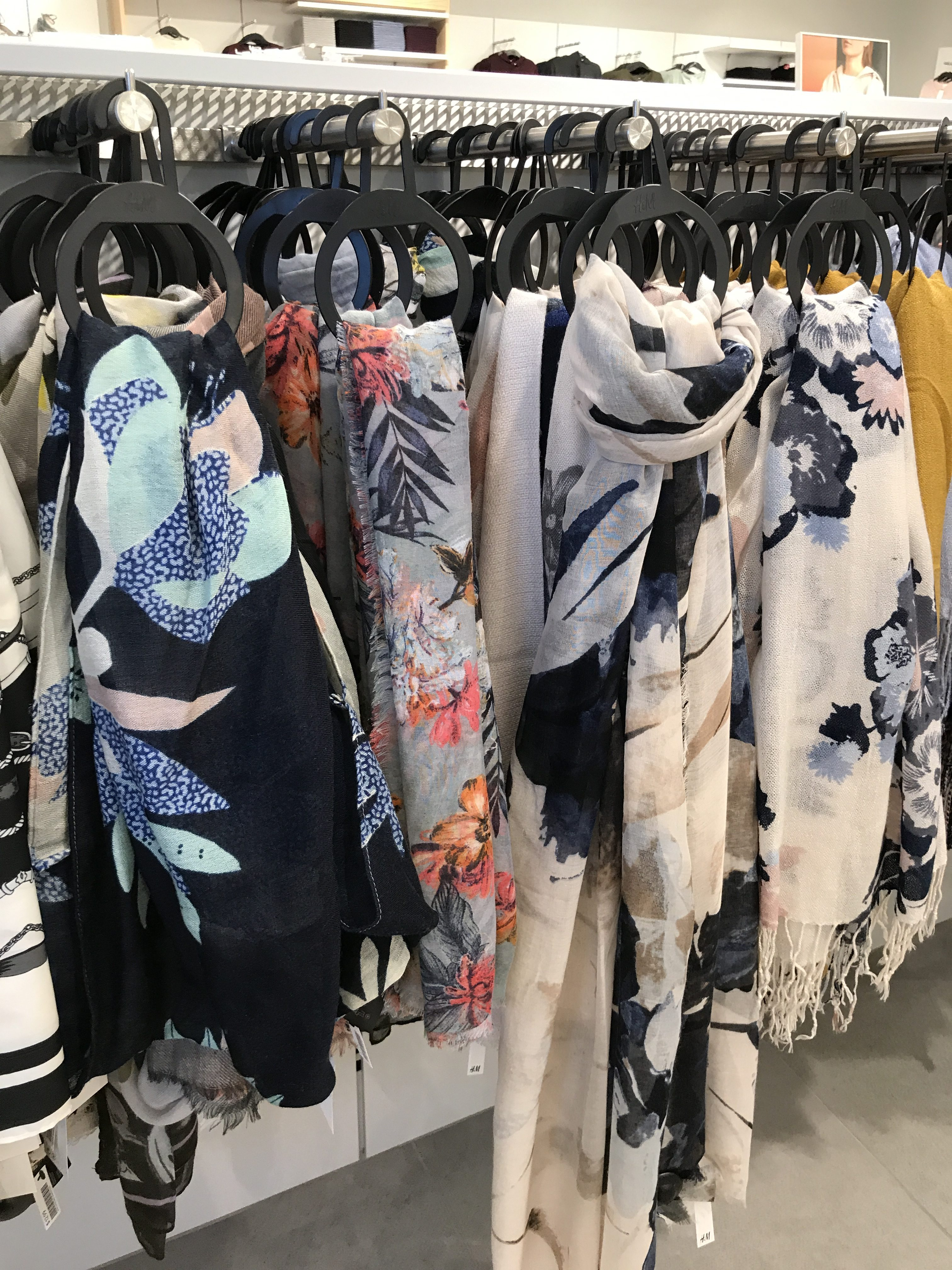 tanger outlets h&m bold print scarves