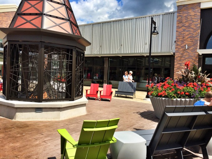tanger-outlets-grand-rapids-fire-place