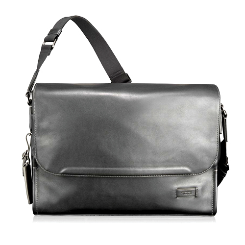 Tanger Outlets Tumi Outlet black leather messenger bag