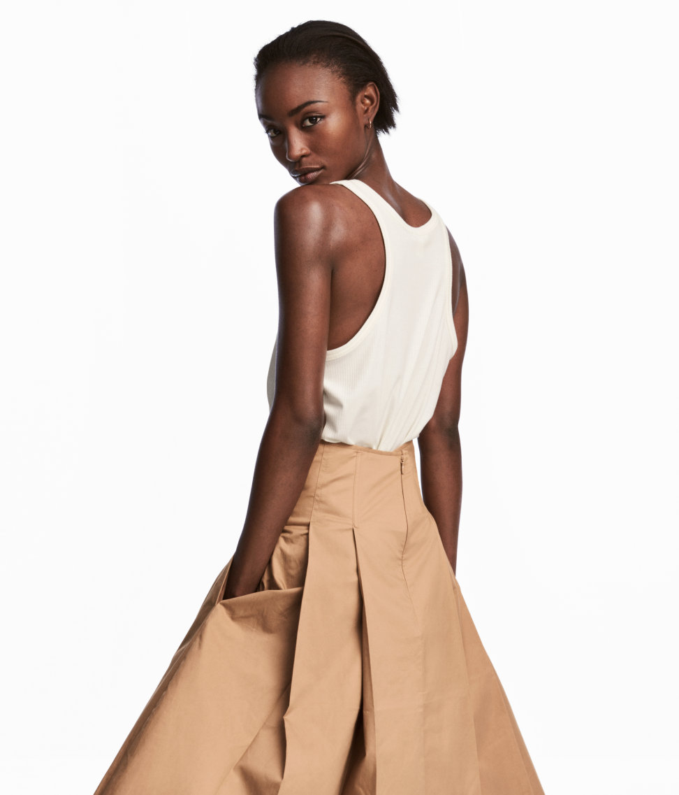 Tanger Outlets H&M khaki flared skirt