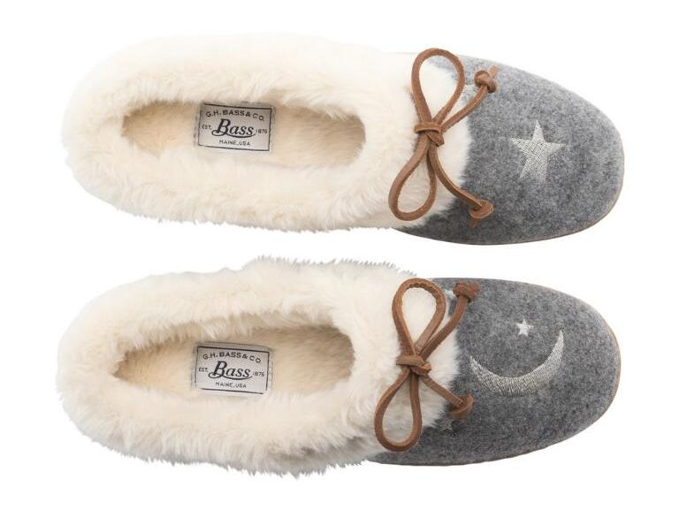 tanger outlets bass moon and star fuzzy slippers